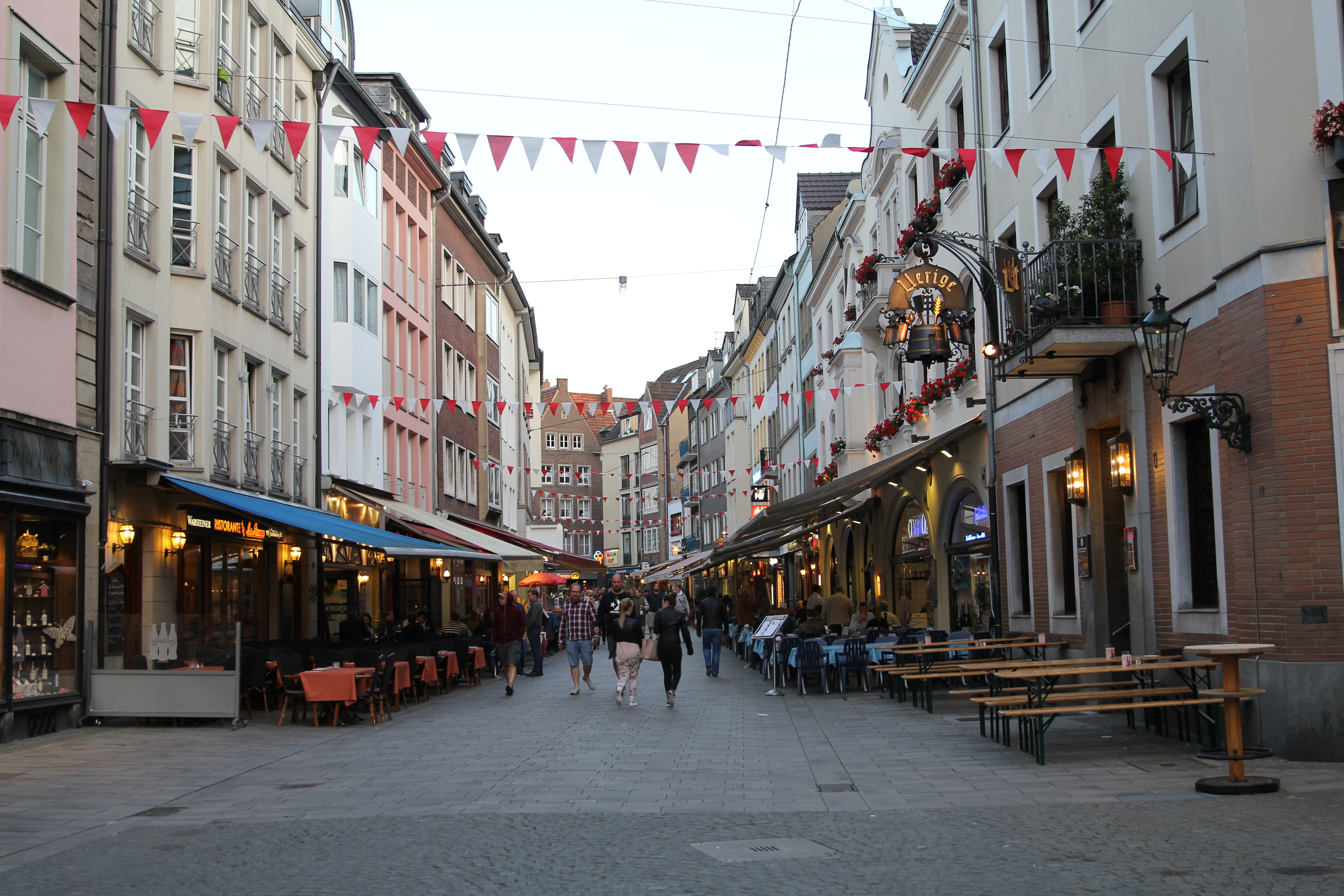 Dusseldorf, or the longest bar in the world