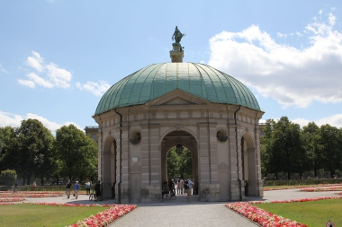 Pavilion at the center of the Hofgarten